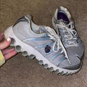 gray k swiss tennis shoes